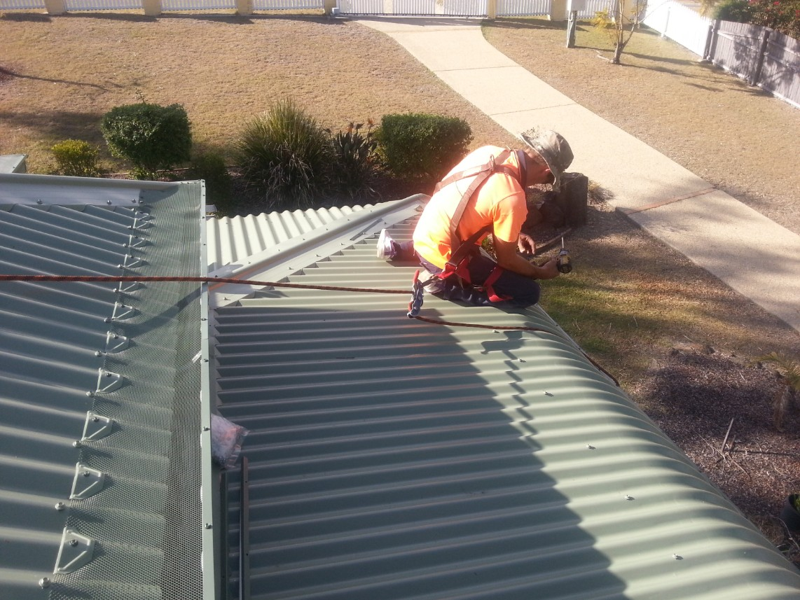 Mesh being installed on bullnose roof